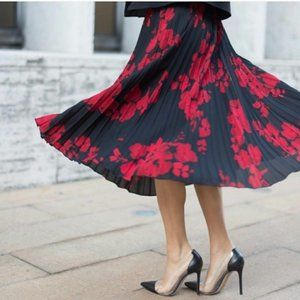 H&M Black and Red Floral Pleated Skirt Size 10